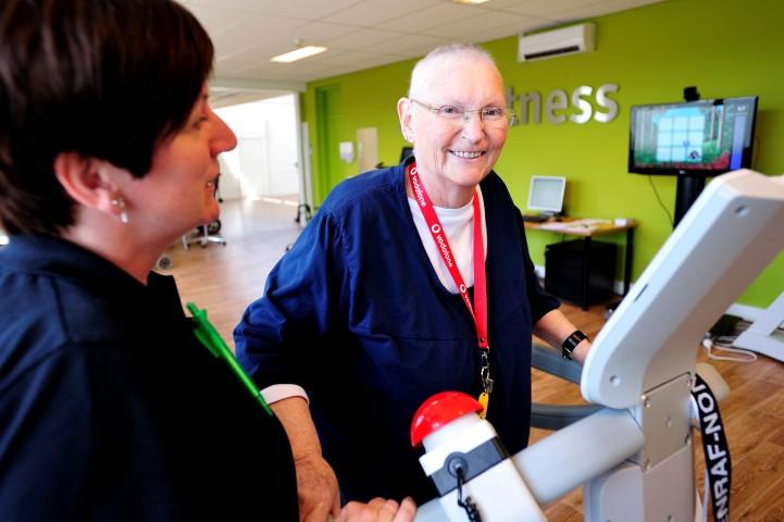 Virtuele oefeningen maken de therapie leuker en kunnen leiden tot hogere therapietrouw en motivatie.